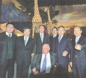 Guo Shuqing (second right), governor of Shandong province, meets with philanthropist Kenneth E. Behring at Shandong Provincial Museum.